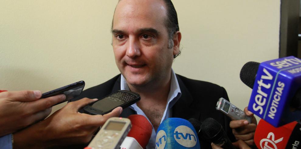 Ministro de Salud pide a gremios de salud que se sienten a conversar