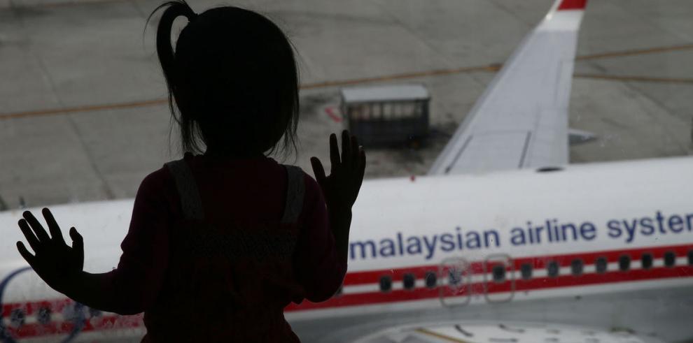 Niños demandan a línea aérea por negligencia