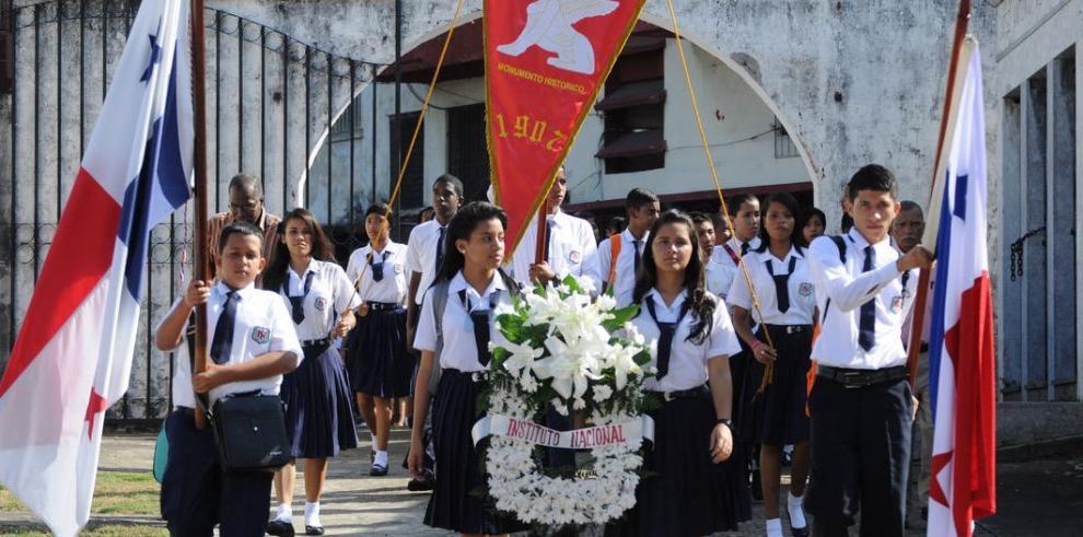 Los institutores se unen por su 'Alma Mater'