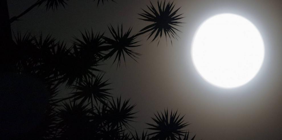 Así fue el eclipse lunar en el mundo