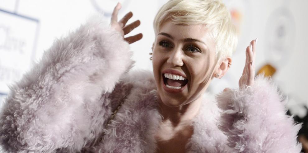 Miley Cyrus cancela concierto en EEUU, está hospitalizada