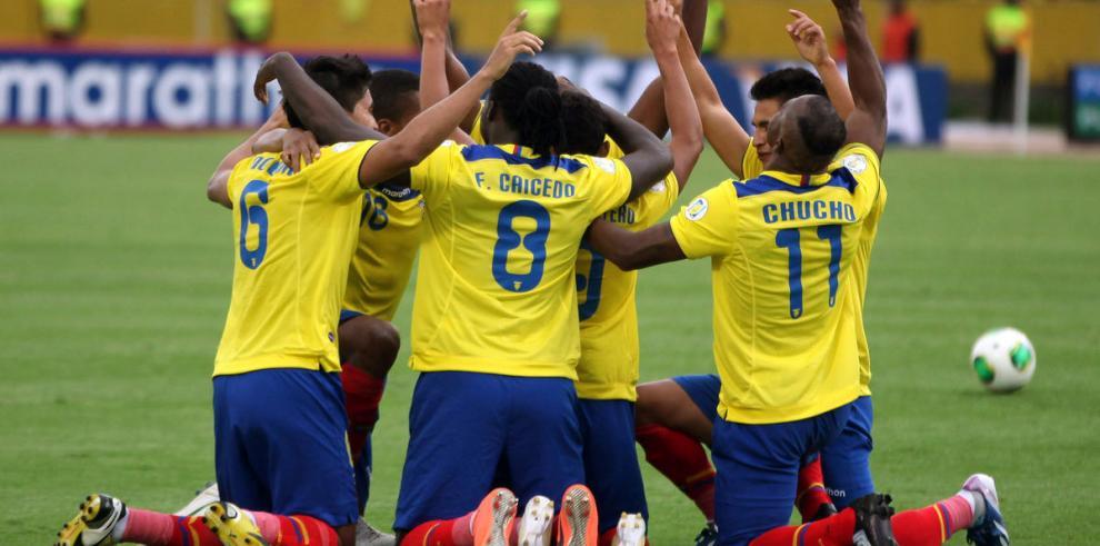 Ecuador enfrentará a los extranjeros