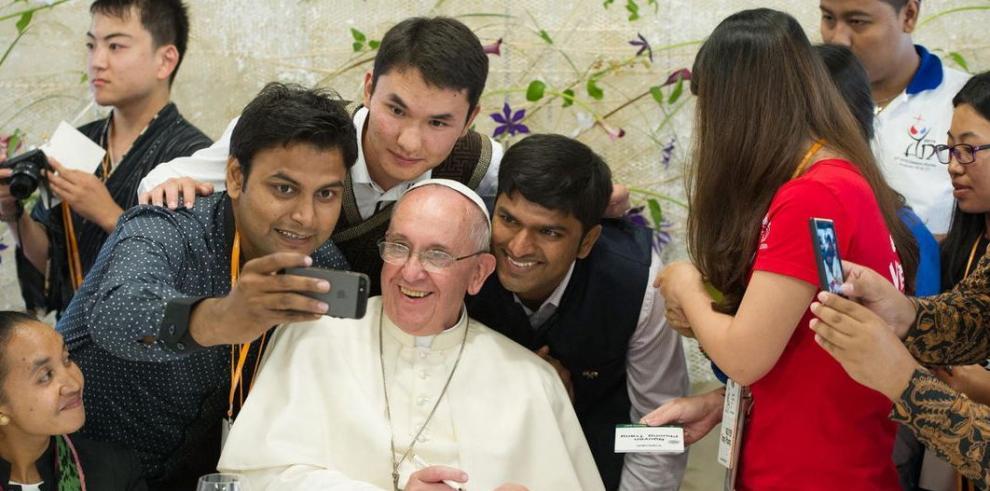 El papa critica la idolatría de la riqueza ante los católicos de Asia