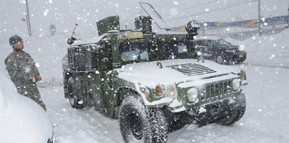 Aumenta a 13 los números de muertos por tormenta de nieve en EE.UU.