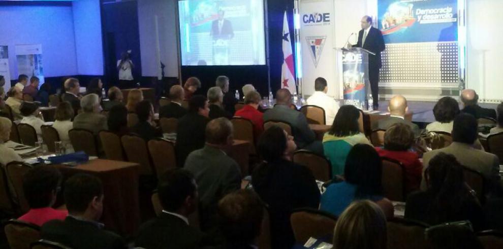 Candidatos a la presidencia participan de CADE 2014