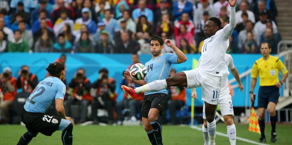 Con doblete de Suárez los charrúas vencen a Inglaterra