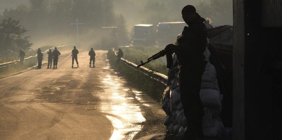 Ejército ucraniano ataca con tanques y aviación un pueblo de Donetsk