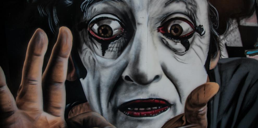 Mural y teatro callejero en Venezuela