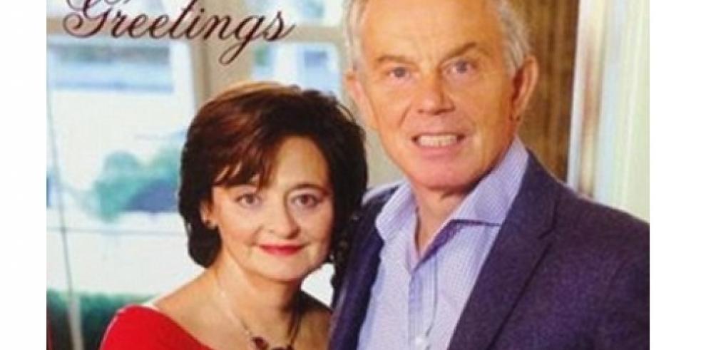 La felicitación navideña de Tony Blair causa debate en Twitter