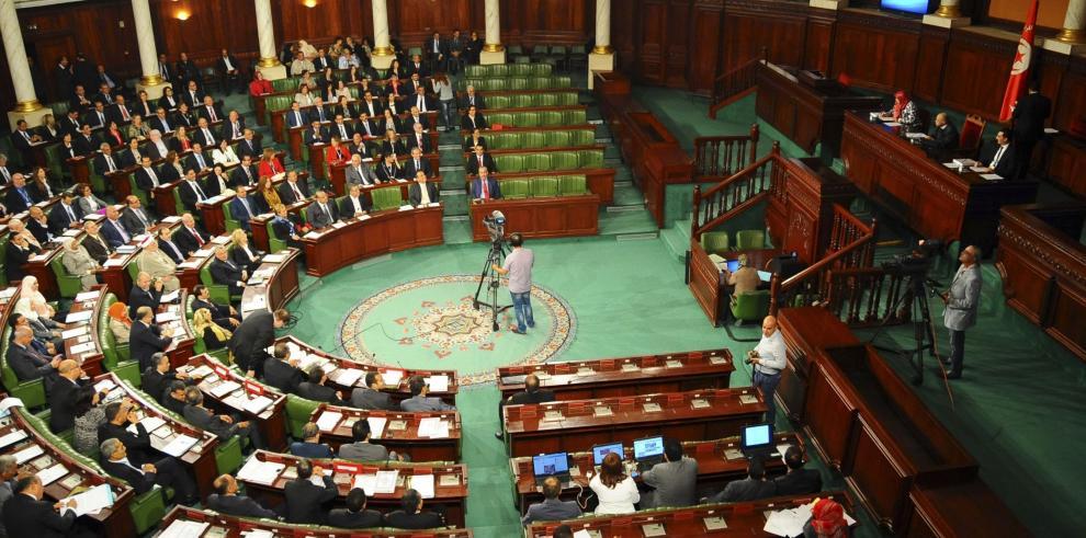 Parlamento de Túnez celebra histórica primera sesión