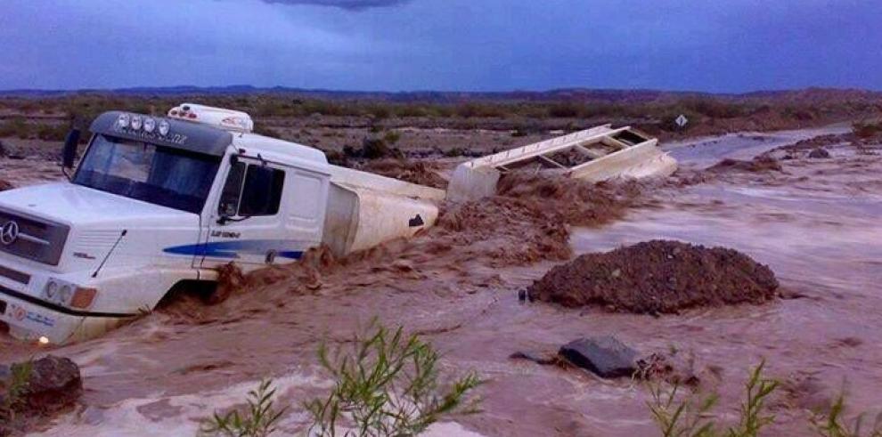 Desalojan 1200 personas por inundaciones en Argentina