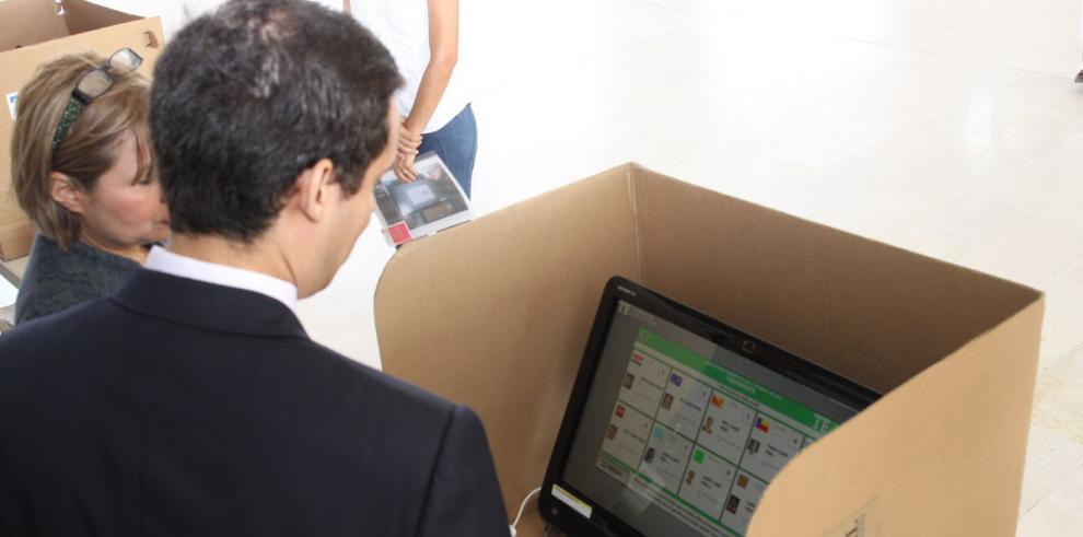 Usuarios del voto electrónico reciben capacitación