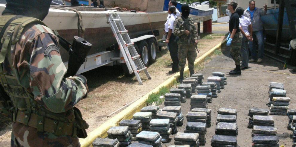 Decomisan en Panamá 32 kilos de cocaína y capturan a 3 colombianos