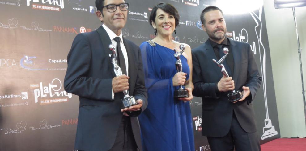 Eugenio Derbez, la otra cara de la gala formal en los Premios Platino