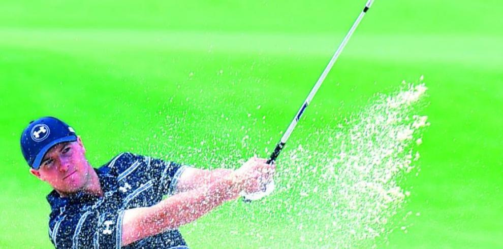 Spieth alcanza a los líderes en torneo de golf de Australia
