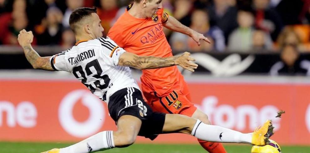Barcelona gana en Valencia con gol de Busquets en el descuento