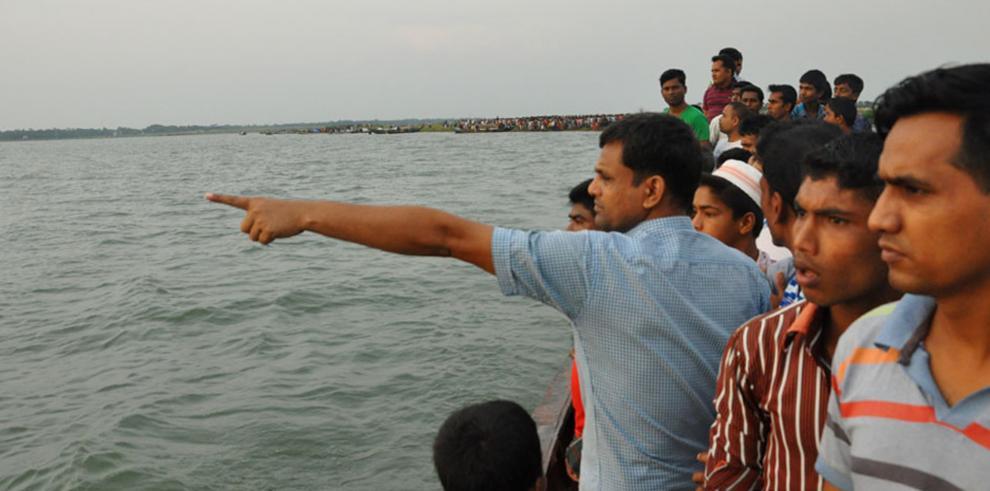 Se hunde en Bangladesh un ferry con cientos de personas a bordo