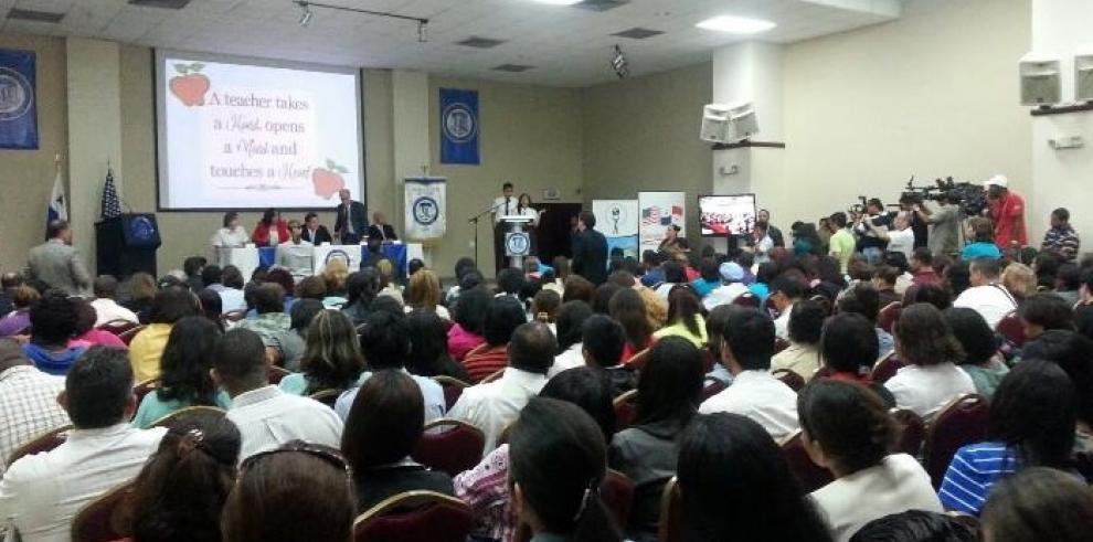 Varela inaugura la primera etapa para el Programa Panamá Bilingüe