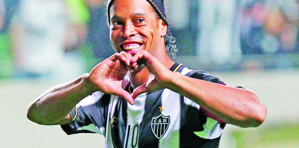 Comisión abre queja por insulto racista a Ronaldinho