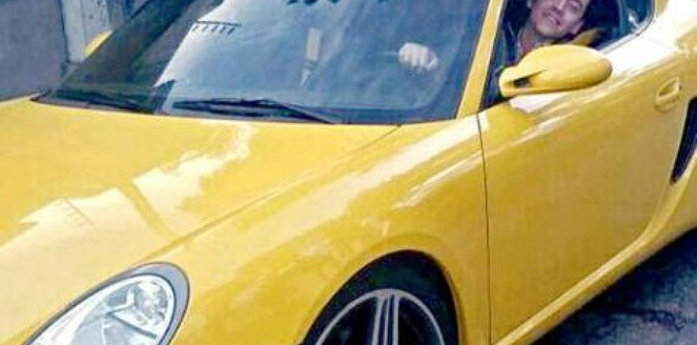 Renuncia funcionario mexicano investigado por regalo de vehículo lujoso