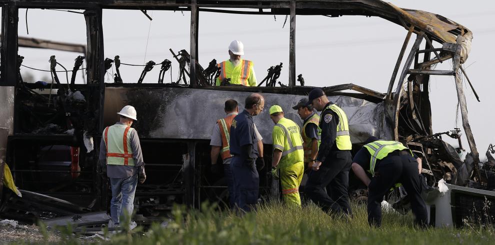 Diez muertos y más de30 heridos en accidente rutero en California