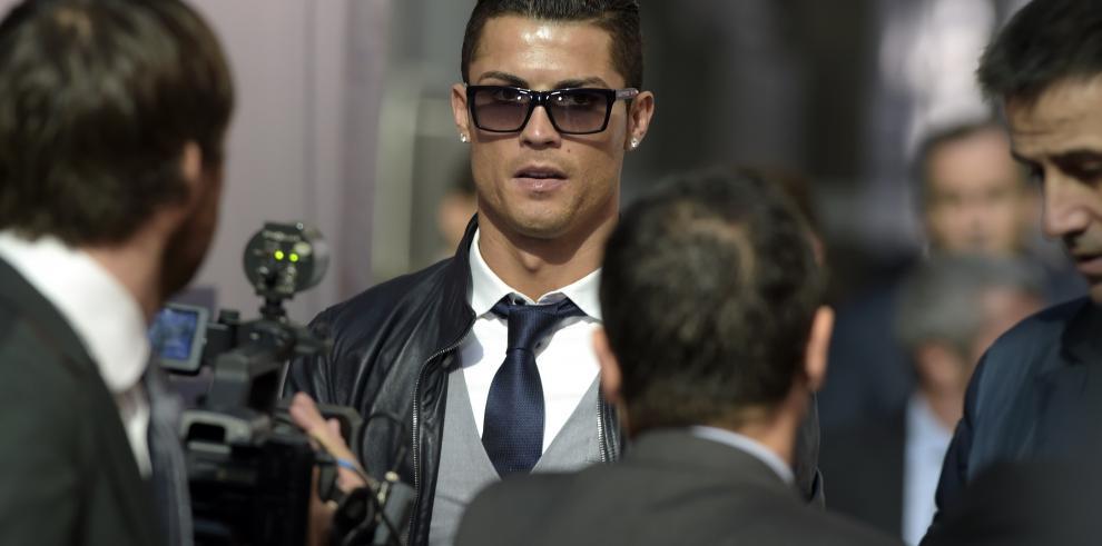 Cristiano Ronaldo recibió trofeos Alfredo Di Stéfano y Pichini