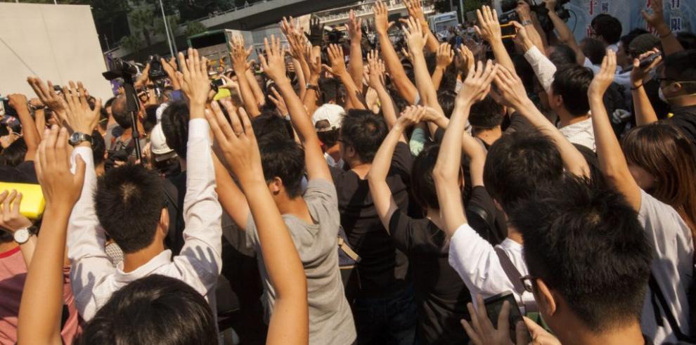 Protesta democrática refuerza las barricadas tras la nueva confrontación