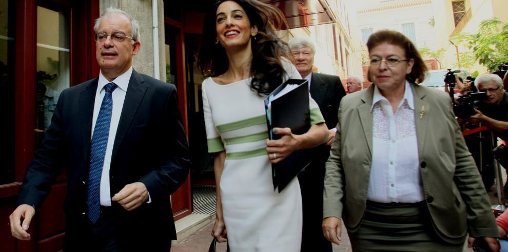 Amal Clooney asesora al gobierno griego para recuperar patrimonio