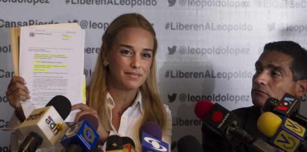 Esposa de Leopoldo López confía en recibir hoy la noticia de su liberación