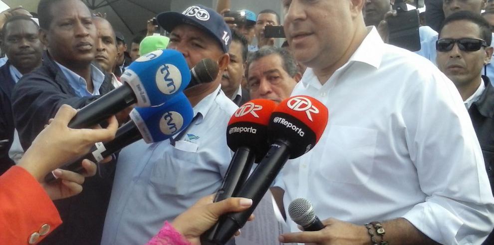 Varela firmó acuerdo con operarios de la empresa Mi Bus y se levanta el paro