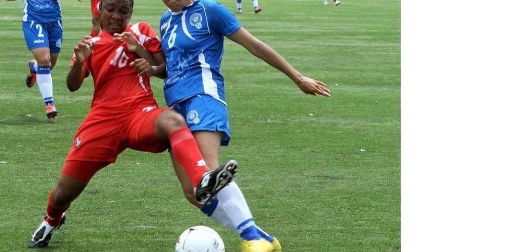 Defiende césped sintético para el Mundial Femenino