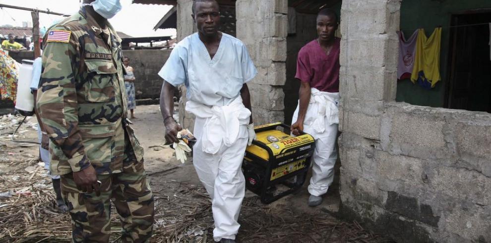 Pacientes fugados con ébola regresan a hospital en Monrovia