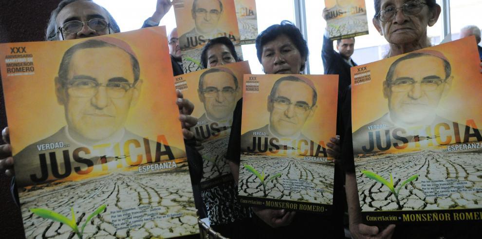 Papa no ve obstáculos para beatificación del arzobispo Óscar Romero