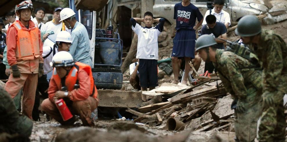 Suman 36 muertos por inundaciones en Hiroshima