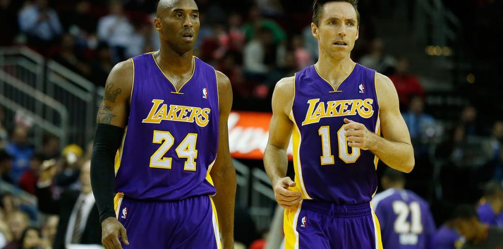 Nash retorna, pero no ayuda a los decaídos Lakers