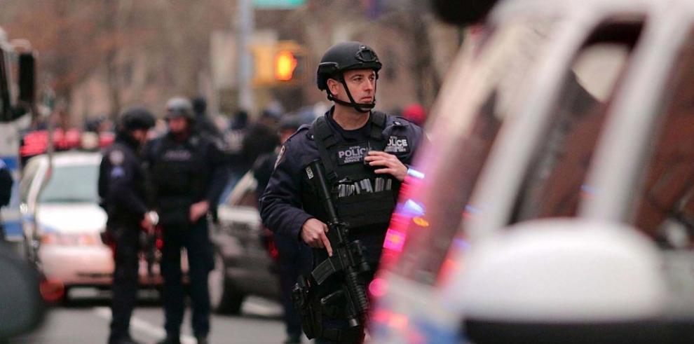 Policía de Nueva York investiga nuevas amenazas tras asesinato de dos agentes