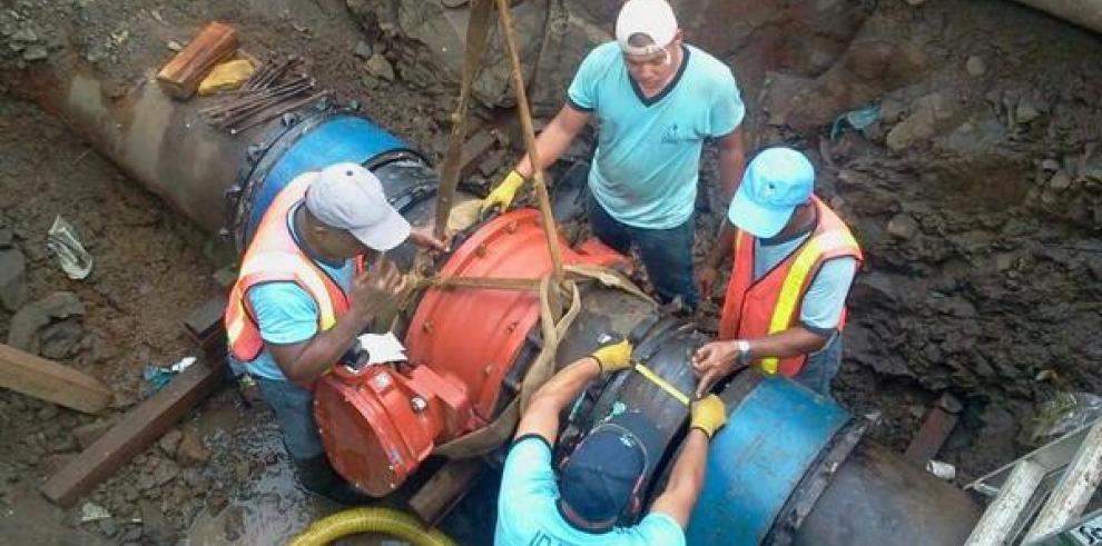 IDAAN continúa trabajo de desviación en la vía Domingo Díaz