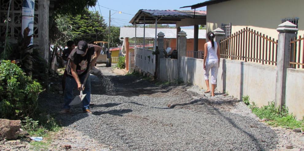 Moradores obligan al MOP a terminar reparación de calle