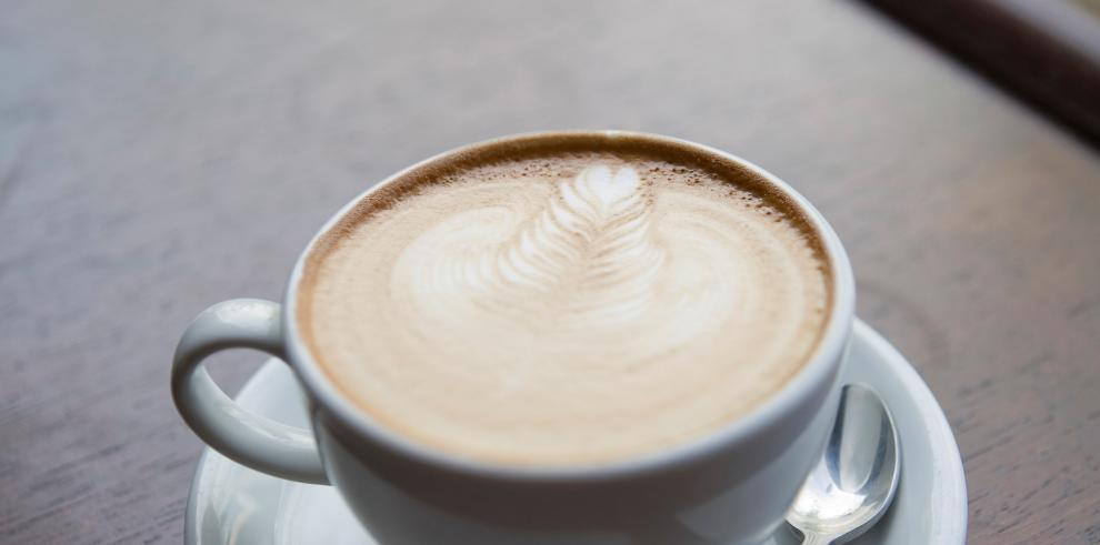 Consumo de café no influye en deshidratación de personas, según experta