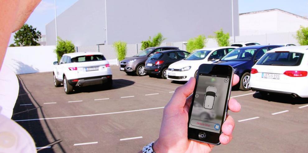 Tecnología permite que autos estacionen solos