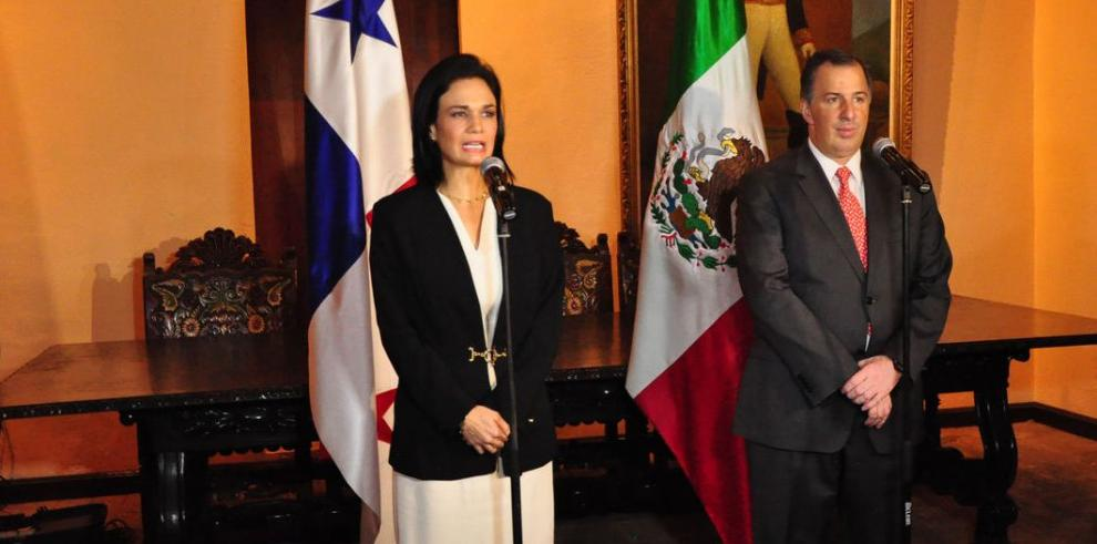 Saint Malo pidió a México apoyar a Eduardo Stein para la OEA