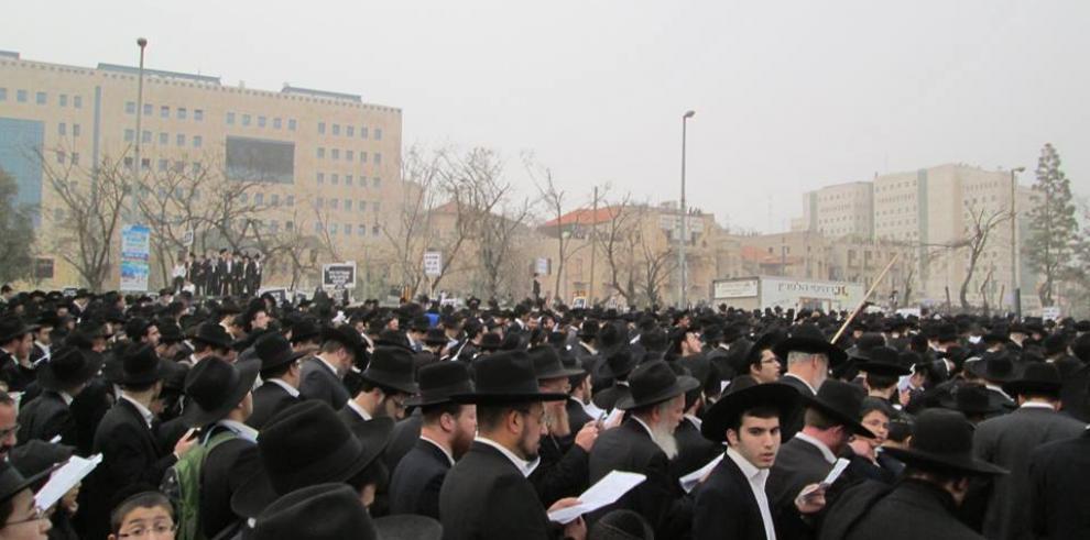 Rabinos ortodoxos rezan por la salud del rabino Shrem en Panamá