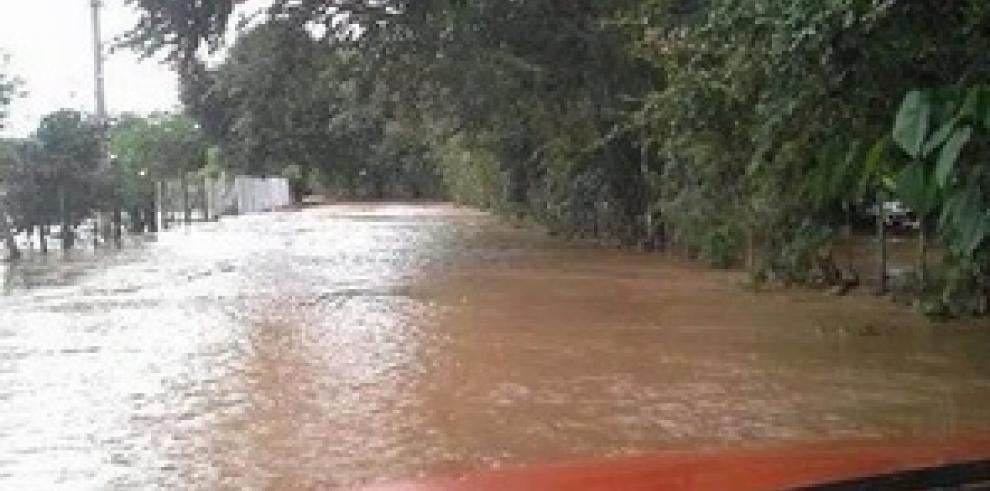 Fuertes lluvias e inundaciones dejan 128 afectados en Tonosí