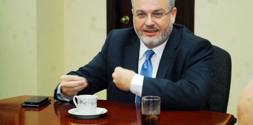 Ministro Carles negocia con Mi Bus