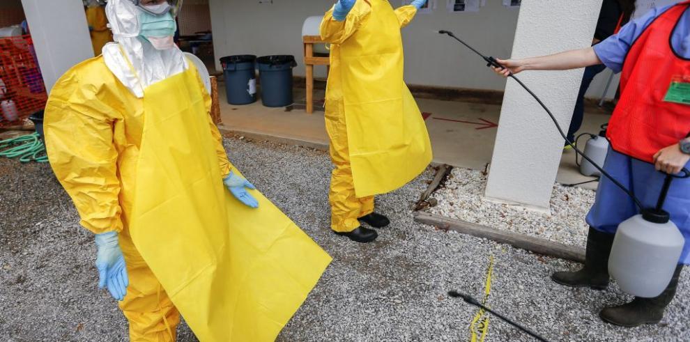 Descartan virus del ébola a camarógrafo estadounidense
