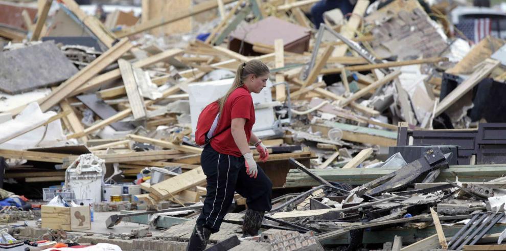 La reconstrucción después del tornado