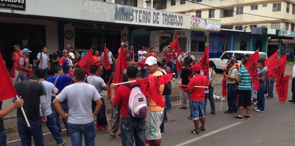 Obreros del IPT de Veraguas reclaman pago