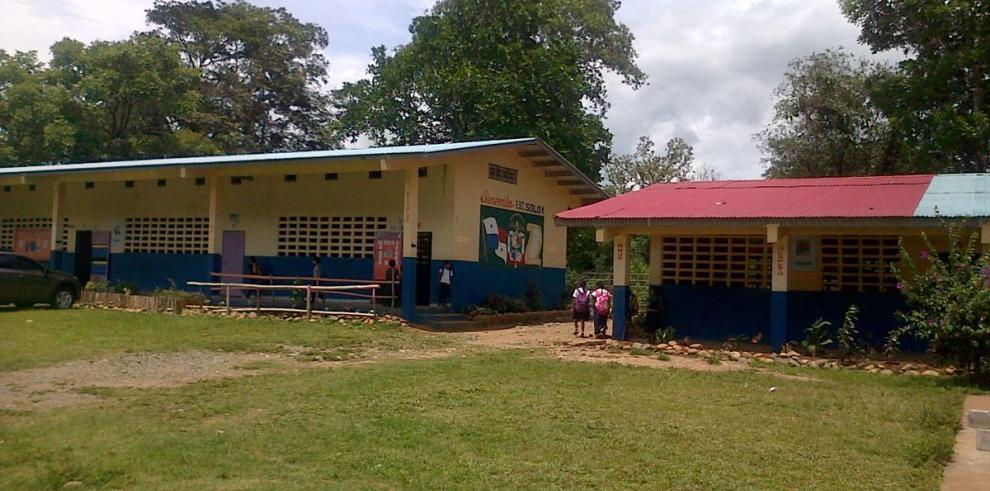 Falta de agua afecta clases en Soloy