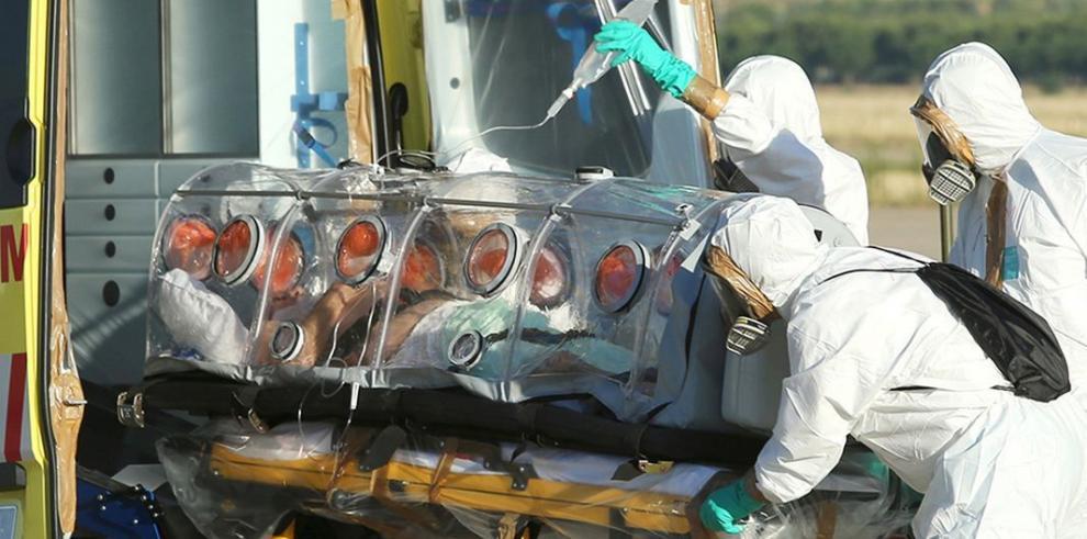 El sacerdote español con ébola llegó a España y está estable