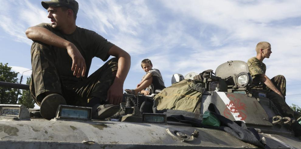 Avión no identificado bombardea edificio al este de Ucrania